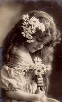 Ideas photography portrait vintage sweets for 2019 Vintage Abbildungen, Images Vintage, Photo Vintage, Vintage Girls, Vintage Pictures, Vintage Beauty, Vintage Paper, Vintage Postcards, Vintage Sweets