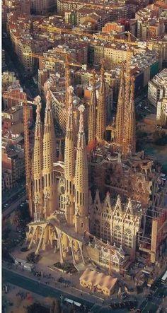 La Sagrada Familia - Barcelona, Catalonia, Spain Great city full of amazing art, fun, and architecture. Gaudi's La Sagrada Familia is a true wonder that should be on everyone's Must See List. Places Around The World, Travel Around The World, Around The Worlds, Places To Travel, Places To See, Wonderful Places, Beautiful Places, Romantic Places, Beautiful Scenery