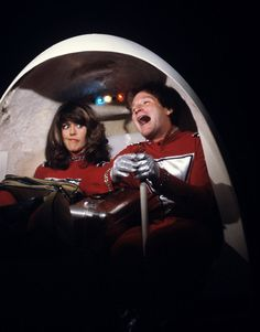 MORK AND MINDY - TV SHOW PHOTO #32 - ROBIN WILLIAMS AND PAM DAWBER