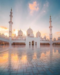We just watched a stunning sunset over the grand mosque here in Abu Dhabi. The floor was so shiny it looked like a layer of water over the whole thing. would recommend going here 🕌 Abu Dhabi, Beautiful Mosques, Beautiful Places, Taj Mahal, Places To Travel, Places To Visit, Mosque Architecture, Gothic Architecture, Ancient Architecture