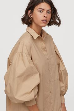 Straight, wide-cut, knee-length shirt dress in woven cotton fabric. Collar, buttons at front, and yoke at back with pleat for added volume. Collared Shirt Dress, Cotton Shirt Dress, World Of Fashion, Fashion Art, Emo Fashion, Gothic Fashion, Hijab Fashion, Fashion Dresses, Mode Kimono