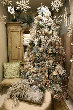 snow white winter themed christmas tree basing your christmas color theme around the rooms current colors this tree is also just perfect for a natural - Elegant Christmas Trees