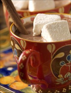 Mexican Hot Chocolate with Homemade Vanilla Marshmallows - Great marshmallow recipe. Mexican Hot Chocolate, Hot Chocolate Bars, Mexican Food Recipes, Snack Recipes, Dessert Recipes, Desserts, Snacks, Marshmallow Pictures, Yummy Treats