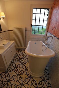 Ozde Sueslue - Google+ Wand und Bodenbeläge Ottoman Tiles (Istanbul- London- Zürich)       #zementfliesen   #zürich   #zurich   #london   #istanbul   #schweiz    #suisse   #platten   #bodenbeläge   #platten   #fliesen    #wirliebenfliesen   #vintagetiles   #türkisch   #handmade    #design   #interior   #arkitektur   #karosiman   #carreauxdeciment    #hausbau   #schönerwohnen   #schoenerwohnen    #hausbau2016   #interiordesign   #dekor    #decor   #deco   #inspiration   #retro   #keramik
