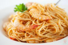 Spectacular Spaghettini, Prawns and Smoky Capsicum Sauce: Full of flavour! Valentines Day Dinner, Romantic Dinners, Prawn, Dinner Ideas, Spaghetti, Ethnic Recipes, Food, Meals, Romantic Meals