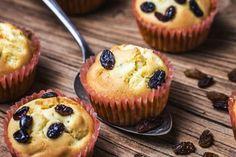 Briose cu branza dulce si stafide - Retete practice My Recipes, Recipies, Lasagna, Muffins, Easy Meals, Food And Drink, Cupcakes, Cookies, Breakfast
