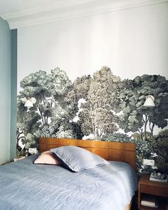 The Bellewood wall decor from Rebel Walls in one bedroom is used here as a headboard. A project by Séverine Albrey-Benoist. ReThe Rebel Walls wall mura Bellewood as a bed headboard in a room decorated by Séverine Albrey-Benoist. Modern Wallpaper, Room Wallpaper, Small Living Rooms, Living Room Modern, Kitchen Feature Wall, Small Home Offices, Living Room Accents, Bed Wall, Traditional Bedroom