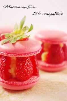 Macarons aux fraises et à la crème pâtissière