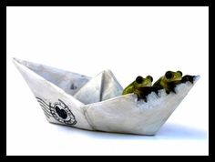 $6.99 Wow! Who couldn't possibly be charmed by this clever combination - a set of frogs looking over the edge of a paper boat.   This will add unusual visual interest and great color contrasts to any indoor or outdoor fairy garden.