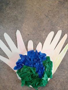 Earth Day Crafts For Kids! Trace your hands, then cut it out. Add tissue paper or draw/color in a world. You have the world in your hands! I think I'm going to make their hands have a heart in the middle Classroom Crafts, Preschool Crafts, Crafts For Kids, Arts And Crafts, Kindergarten Classroom, Classroom Ideas, April Preschool, Kindergarten Lessons, Preschool Ideas