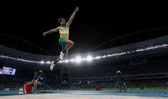 El saltador Henry Frayne durante su prueba de los Juegos