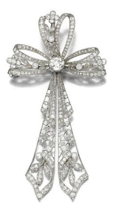 DIAMOND BROOCH, CIRCA 1910. Designed as an openwork tied ribbon bow, millegrain-set with circular-cut diamonds, detachable brooch pin and pendant bail to the reverse. #BelleEpoque #Edwardian #antique #diamond #brooch