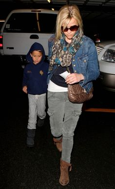 e4a4531bb309 Reese Witherspoon in Current   Elliott jeans   women s fashion   denim  jacket   medium wash
