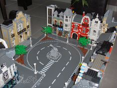 (MOC) Modular street and furniture, because your town deserves so! Lego Wheels, Playroom Table, Toys Market, City Layout, Micro Lego, Lego Trains, Lego Modular, Lego Construction, Cool Lego Creations