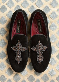 dolce and gabbana winter 2016 man collection 76 - mens boot shoes online, cheap brown mens dress shoes, where to buy mens shoes Loafer Slippers, Velvet Slippers, Mens Slippers, Men's Shoes, Dress Shoes, Creative Shoes, Groom Shoes, Derby, Mens Designer Shoes
