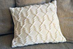 Ravelry: 61. Neulottu palmikkotyyny pattern by Novita