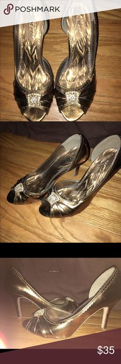 Bronze Beauties Bronze metallic! Where them with skinny jeans or a cocktail dress! Sizzle by Coloriffics Shoes Heels