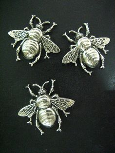 3 bumble bee charms pendnats silver plated extra by bunnysundries