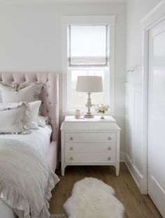 Home Tour-Serie: Hauptschlafzimmer (Jillian Harris) - Chic Decor 4 Room Decor Bedroom, Girls Bedroom, Master Bedroom, Design Bedroom, White Bedroom, Bedroom Furniture, Bedroom Ideas, Window Headboard, Mawa Design