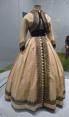 beige with wonderful black trim. Civil War Fashion, 1800s Fashion, Victorian Fashion, Vintage Fashion, Steampunk Fashion, Women's Fashion, 1800s Clothing, Antique Clothing, Historical Clothing