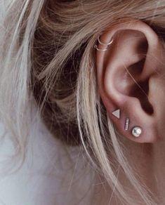 Three Ear Piercings, Unique Ear Piercings, Ear Piercings Chart, Different Ear Piercings, Female Piercings, Ear Peircings, Smiley Piercing, Cute Piercings, Ear Piercings Cartilage