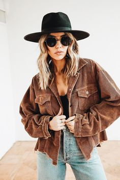 Biker Shorts Outfit Discover Not Your Boyfriends Chocolate Corduroy Jacket Street Style Outfits, Looks Street Style, Looks Style, Country Style Outfits, Preppy Style, Winter Fashion Outfits, Fall Winter Outfits, Autumn Winter Fashion, Summer Outfits