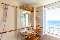 Bathtub, Mirror, Bathroom, Furniture, Home Decor, Double Room, Bedrooms, Bath, Standing Bath