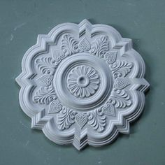 A plaster ceiling rose that really catches the eye. Around a central rosette radiates a harmonious leafy design of alternating palmette and fruits. Plaster Ceiling Rose, Plaster Coving, Plaster Ceiling Design, Pop False Ceiling Design, House Ceiling Design, Ceiling Decor, Wall Decor, Door Frame Molding, Gas Lights