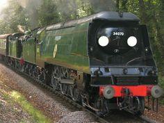 Southern Trains, Diesel, Uk Rail, Old Wagons, Southern Railways, Steam Railway, Bullen, Train Art, British Rail