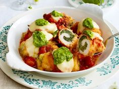 Baked chicken roulades with spinach and mozzarella filling food Italian Chicken Dishes, Austrian Cuisine, Kenwood Cooking, Filling Food, Duck Recipes, Cooking Chef, Mashed Sweet Potatoes, Baked Chicken Recipes, Paleo Dinner