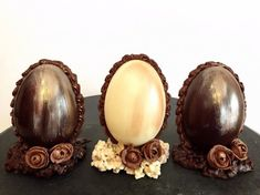 Paletas Chocolate, Cacao Chocolate, I Love Chocolate, Easter Chocolate, No Egg Desserts, Chocolate Sculptures, Chocolate Decorations, Easter Recipes, Truffles