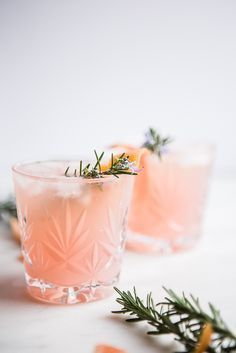 The warm flavors of cardamom infused gin, the tartness of freshly squeezed grapefruit, the subtle earthiness of rosemary syrup and the sweet bubbles of prosecco join forces to create magic in a glass. Grapefruit Cardamom Gin Fizz from The Modern Proper Tonic Cocktails, Cocktail Drinks, Fizz Drinks, Cocktail Glassware, Cocktail Ideas, Gin Cocktail Recipes, Drinks Alcohol, Cheers, Daiquiri