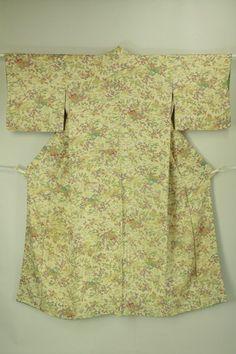 Komon / 練色地 御所解文様 小紋#Kimono #Japan http://global.rakuten.com/en/store/aiyama/