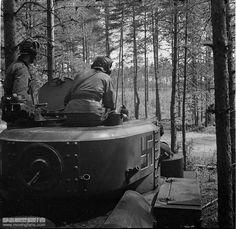Finnish soldiers in medium tank T-28 / czołg średni T-28 przejęty przez Finów