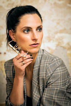 neubau eyewear x faceprint photo by marinaschedlerphotography Golden Hour, Daniel Wellington, Solid Gold, Eyewear, Glasses, Style, Fashion, New Construction, Swag
