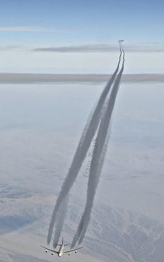 Saudi 747-400 contrail