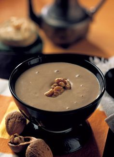Walnut Soup (hup tul woo) is a favorite snack soup, often eaten in place of dessert. It's rich and creamy despite the fact that there is no dairy added. Healing Soups from a Chinese Kitchen: Walnut Soup Wesley Chow chowwes Foodie Walnut Soup (hup t Asian Desserts, Asian Recipes, Chinese Desserts, Hot Desserts, Japanese Recipes, Chinese Walnut Cookies Recipe, Mochi, Pudding Desserts, Dessert Recipes