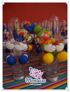 Patati e Patatá  Enfeites em tubetes para encher com doces.  * * * O PREÇO É DE CADA PEÇA * * *         ======================  O tempo para produzir vai depender da quantidade.  >> FAÇO OUTROS PERSONAGENS <<   Mais fotos no meu blog:  http://artegilmonteiro.blogspot.com/ R$6,90