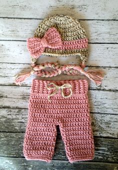Baby Girls Crochet Pants and Hat Set by GrahamsBazaar on Etsy Baby Girl Crochet, Crochet Baby Clothes, Newborn Crochet, Crochet For Kids, Crochet Photography Props, Crochet Photo Props, Crochet Flower Hat, Bonnet Crochet, Newborn Baby Caps