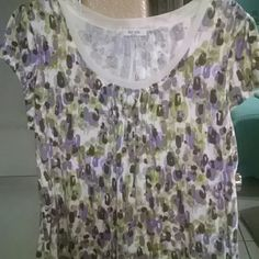 Liz and co Blouse petite nwot Lace on neck, gathers in front Liz & co Tops Tees - Short Sleeve