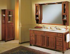 """Maße:   182 x 61 x 205 cm Farbe:   Walnuss  Ein großer Doppelwaschtisch aus der Serie """"Ricordi"""" mit einem Marmor-Top, einem großen Spiegel, zwei Schränkchen, sechs großen Schubfächern sowie zwei reizenden, kleinen Schubladen für Ihre Kosmetika und Accessoires.  In der Basis dieses Waschtischs aus Massivholz finden Sie hinter zwei Türen große Fächer für Ihre Handtücher."""
