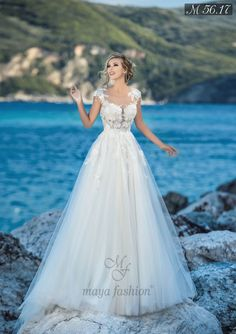 Magbridal Chic Tulle Jewel Neckline A-line Wedding Dresses With Lace Appliques & Flowers & Beadings