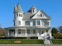 Vintage Victorian: Hargis House, boasting a three-story turret with amazing arched windows! Grand Island, Nebraska. Circa 1898. Photo Credit: Wikipedia