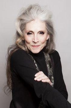 Eveline Hall war Solotänzerin, Show-Girl und Schauspielerin. Heute, mit 68, ist sie ein international gefragtes Model.