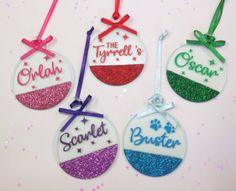 Cricut Christmas Ideas, Christmas Tree Art, Christmas Ornament Crafts, Christmas Baubles, Christmas Crafts, Christmas Decorations, Christmas Eve Box Fillers, Keychain Design, Resin Crafts