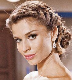 Coque + trança embutida: Copie o penteado sofisticado de Grazi Massafera