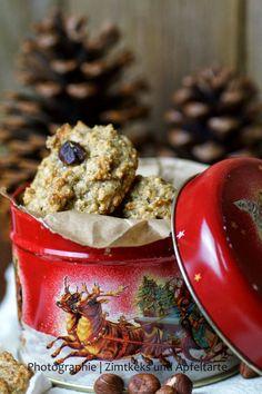 Haselnussmakronen sind für mich eine absolute Kindheitserinnerung und dürfen keinesfalls auf unserem Keksteller zur Weihnachtszeit fehlen