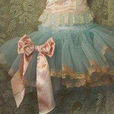 lace tutu shabby chic tutu - so pretty Tutu Azul, Fru Fru, Looks Vintage, Vintage Lace, Antique Lace, Vintage Dress, Little Doll, Petticoats, Crinoline Skirt