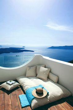 Between earth and sky in Santorini l #blueparadise