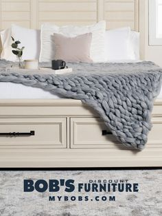 Cozy up this fall with a comfy chunky blanket. Creating your own chunky blanket is fun and easy! Chunky Blanket, Merino Wool Blanket, Fun Projects, Create Your Own, Crafting, Cozy, Knitting, Bed, Fall